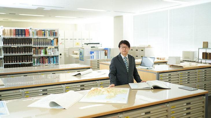 新旧の地形図を瞬時に見比べられる「立正大学地球環境科学部の地図資料室」、地図好きには飽きることがない部屋です。